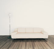 Sofá e lâmpada modernos no quarto Fotos de Stock Royalty Free