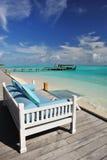 Sofá en la playa Imagen de archivo libre de regalías