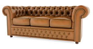 sofá marrón 3D en un fondo blanco Foto de archivo libre de regalías