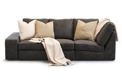 Sofá moderno de matéria têxtil com descansos do ouro 3d rendem Fotos de Stock Royalty Free