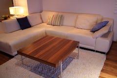 Sofá moderno interior casero Foto de archivo