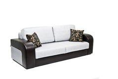 Sofá moderno isolado no branco Fotos de Stock Royalty Free