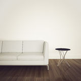Sofá no interior confortável moderno Imagem de Stock Royalty Free