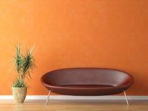 Sofá rojo en la pared anaranjada