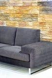 Sofá sobre pedras Fotografia de Stock