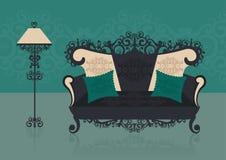 Sofá verde en un interior Imagenes de archivo
