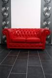 Sofá vermelho Fotografia de Stock Royalty Free