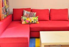 Sofá vermelho Imagens de Stock Royalty Free