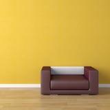Sofá violeta del diseño interior encendido Imagen de archivo libre de regalías