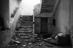 Sofá y escaleras arrebatados Imágenes de archivo libres de regalías