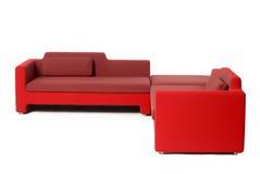 Sofá y silla rojos Fotos de archivo libres de regalías