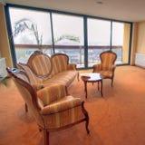 Sofás del pasillo del hotel Fotos de archivo