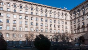 SOFÍA, BULGARIA - 20 DE DICIEMBRE DE 2016: Edificio del gobierno en Sofía Foto de archivo libre de regalías