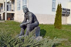 Sofía/Bulgaria - noviembre de 2017: estatua de la Soviet-era en el museo del arte socialista foto de archivo libre de regalías