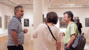 SOFÍA, BULGARIA - SEPTIEMBRE DE 2016: Abertura de la exposición en la ciudad Art Gallery metrajes
