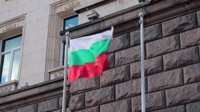 SOFÍA, BULGARIA - SEPTIEMBRE DE 2016: Bandera búlgara que agita