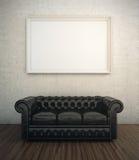 Sofá de cuero negro Fotos de archivo libres de regalías