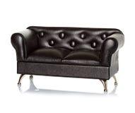 Sofá de cuero negro Imagen de archivo libre de regalías