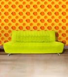 Sofá do verde de cal Fotografia de Stock Royalty Free