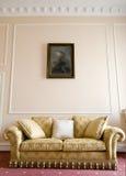 Sofá e retrato Imagens de Stock