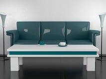 Sofá y mesa de centro verdes en el comedor Imágenes de archivo libres de regalías