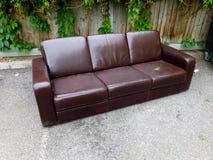Sofa abandonné photos stock