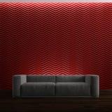 Sofa auf rotem Hintergrund Lizenzfreies Stockfoto