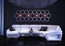 Sofa blanc dans la chambre Photos libres de droits