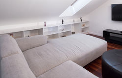 Sofa blanc faisant le coin image stock