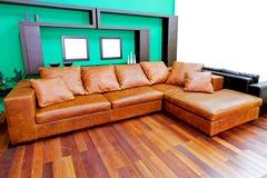 Sofa brun en cuir images stock