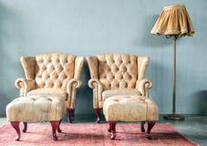 Sofa classique de style de cuir véritable Photographie stock libre de droits