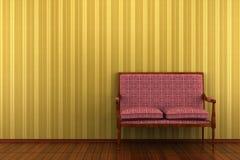 Sofa classique devant le mur rayé jaune photo libre de droits