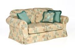 Sofa d'isolement avec des oreillers Images stock