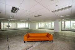 Sofa dans la chambre de l'espace Photographie stock libre de droits