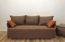Sofa de Brown photographie stock libre de droits