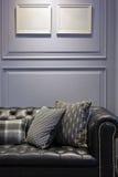 Sofa de cuir de noir de style de vintage photo libre de droits