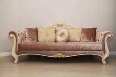 Sofa de vintage images stock