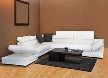 Sofa des weißen Leders Stockfotografie