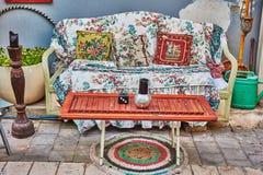 Sofa draußen Lizenzfreie Stockfotografie