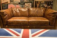 Sofa en cuir brun de vintage photographie stock