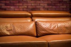 Sofa en cuir brun de vintage image stock