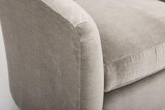 Sofa en cuir gris sur le fond blanc - image photo stock