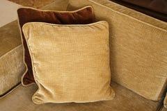 Sofa et oreiller Photographie stock