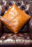 Sofa et oreillers en cuir Photos stock