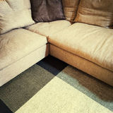 Sofa et tapis faisants le coin modernes photo stock