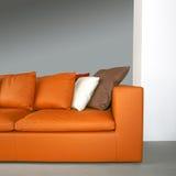 sofa för 2 orange Fotografering för Bildbyråer