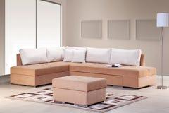 Sofa faisant le coin pour la maison photo stock