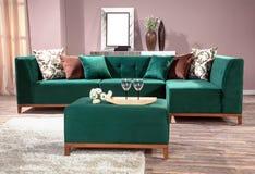 Sofa faisant le coin pour la maison image libre de droits