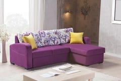 Sofa faisant le coin pour la maison photos libres de droits