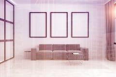 Sofa gris, galerie d'affiche modifiée la tonalité Photographie stock libre de droits